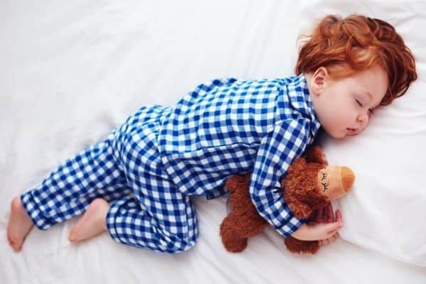 signs your child is ready for a toddler bed